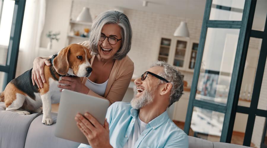 couple âgé économies sur son logement grâce à la délégation d'assurance emprunteur
