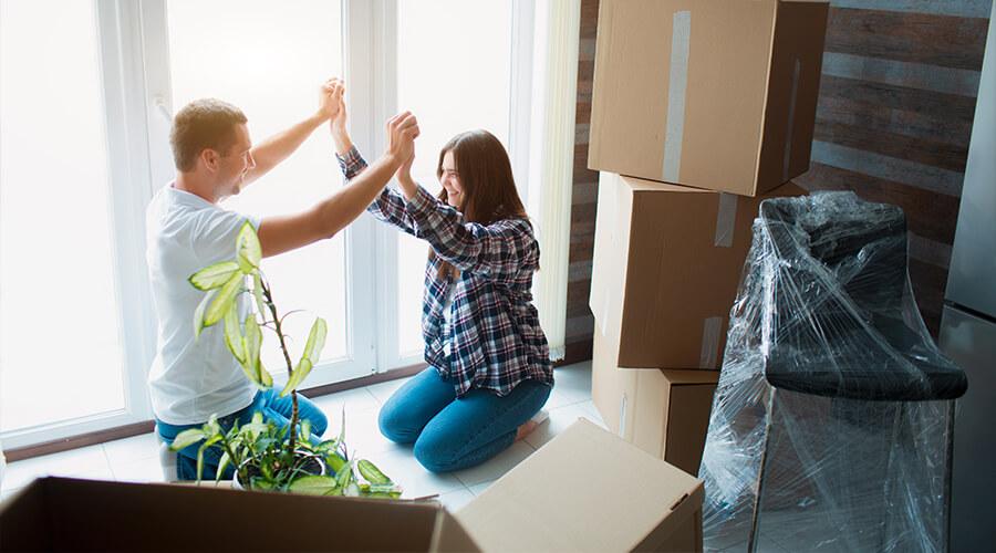 couple qui a cumulé des aides pour le premier achat et une assurance emprunteur moins chère Çaassure